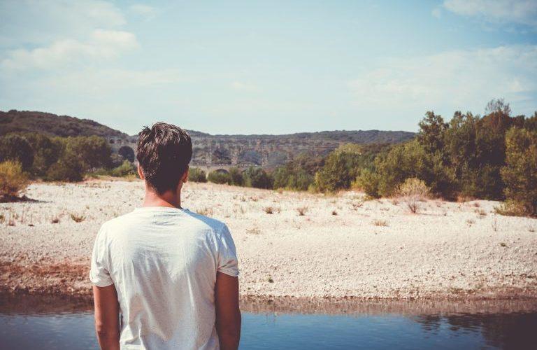 Au fil de soi 2012 - Homme face à l'horizon